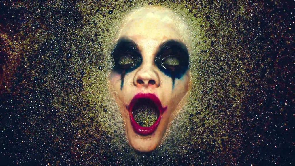 american horror story köpük banyosu ile ilgili görsel sonucu